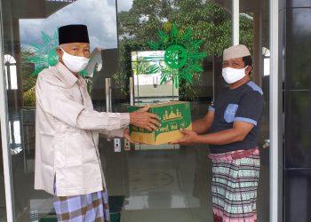 DMI Katingan, Salurkan 25 dus alat pembersih untuk masjid/musholla dan langgar di Kabupaten Katingan. Foto : MI
