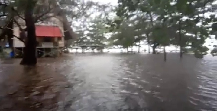 IST- Objek wisata Tanjung Kaluang saat direndam banjir Minggu (3/5).