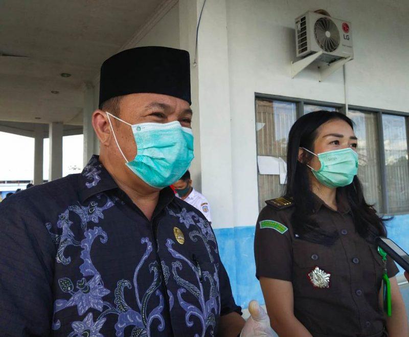 Ketua DPRD Mura Doni SP, M.Si saat memberikan keterangan kepada awak media, Rabu (13/5).