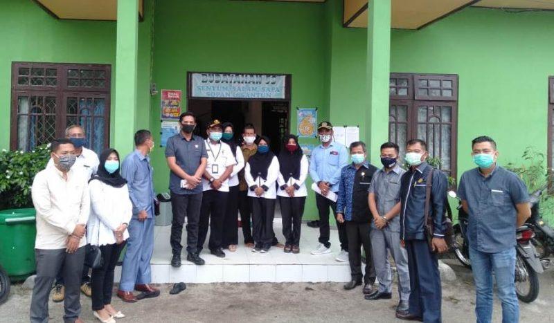 Rombongan anggota DPRD Kotim saat menggelar reses di sejumlah desa di Dapil I baru-baru ini.