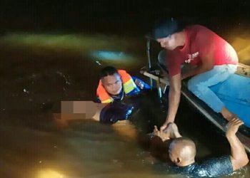 Jasad korban saat ditemukan dan dievakuasi petugas Minggu (24/5).