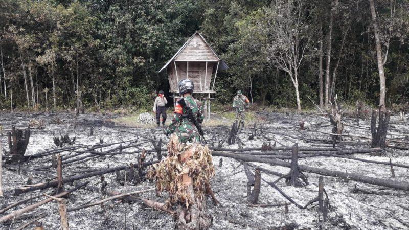 Anggota gabungan TNI dan Polisi saat mendatangi TKP kebakaran Minggu (25/5).