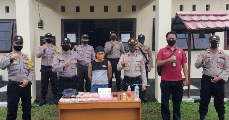 Pelaku saat diamankan jajaran Polsek Katingan Kuala bersama barbuk sabu Kamis (28/5).