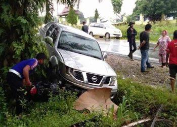 Jasad korban saat masih berada di lokasi kejadian ditabrak mobil Nissan Navara Kamis (14/5).