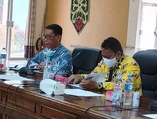 Bupati Pulang Pisau Edy Pratowo saat memimpin rapat Kamis (28/5).