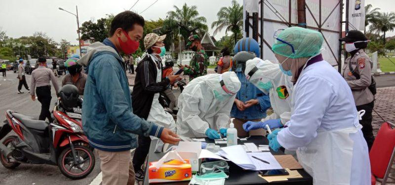 Pelaksanaan Rafid tes massal digelar Polda Kalteng di Bundaran Besar Palangka Raya, Senin (22/6/2020) pagi. Foto : Ra