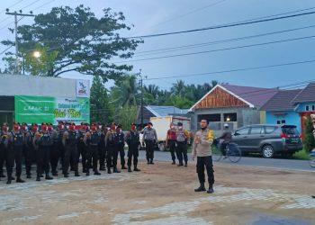 Puluhan personil Ditsamapta Polda Kalteng dikirim ke Kapuas untuk membantu pelaksanaan PSBB di Kapupaten Kapuas, Rabu (3/6/2020). Foto : Am