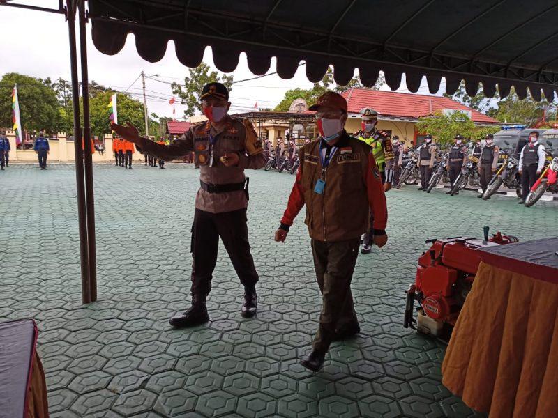 Bupati Kabupaten Seruyan, Yulhaidir dan Kapolres Seruyan AKBP Agung Tri Widiantoro Saat mengikuti acara Apel Karhutla, Rabu (17/6/2020). Foto : Ro