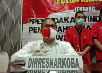 Dirresnarkoba Polda Kalteng Kombes Pol Bony saat memberikan keterangan kepada awak media, Selasa (2/6).
