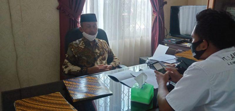 Kepala Kamenag Lamandau Hamim saat memberikan keterangan kepada awak media, Kamis (4/6).