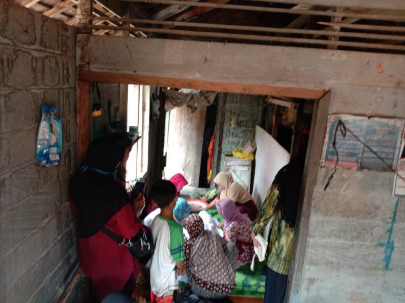 Korban saat dibawa ke rumah duka seusai ditemukan tenggelam Jumat (5/6) pagi tadi.