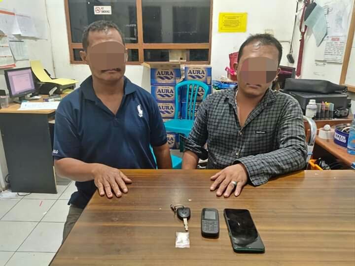 Dua pelaku saat diamankan di Mapolres Kotim Minggu (7/6).