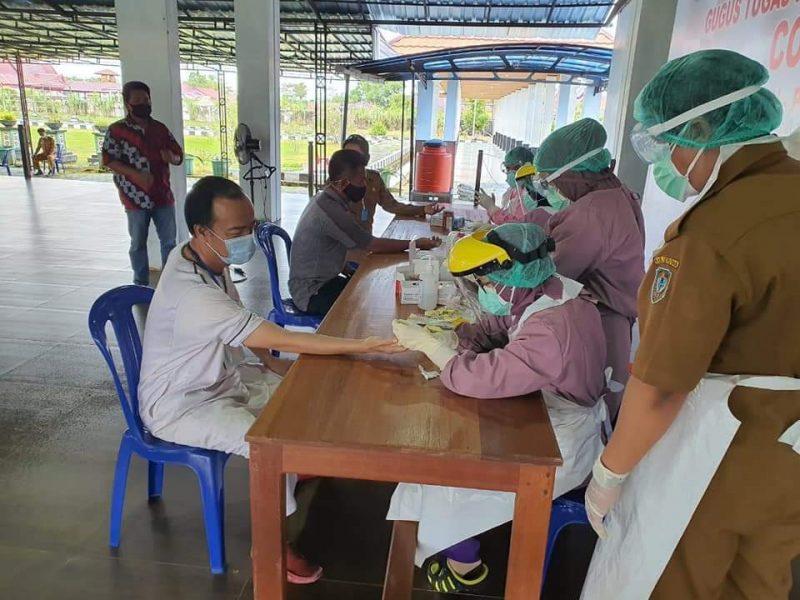 Bupati Kabupaten Seruyan, Yulhaidir saat lakukan Rapid test di Pendopo Rujab, Senin (8/6).