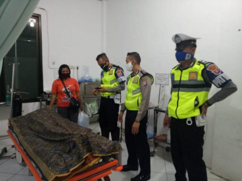 Jasad korban saat dievakuasi ke RSUD Kuala Pembuang.