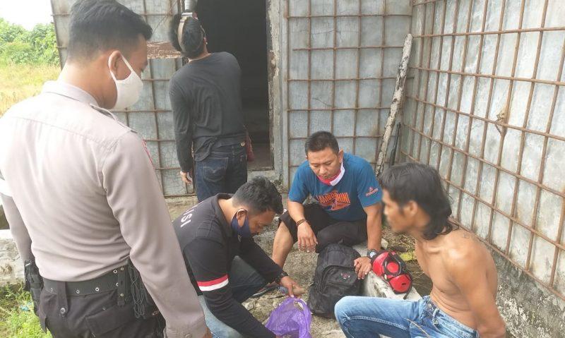 IST- Anggota polisi saat meringkus pelaku Senin (15/6).
