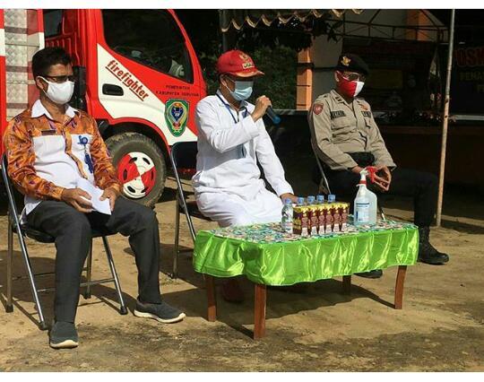 Bupati Seruyan, Yulhaidir saat lakukan  pertemuan terbatas dengan Camat dan Kades di wilayah Kecamatan Seruyan Raya, Kabupaten Seruyan. Foto : Ro