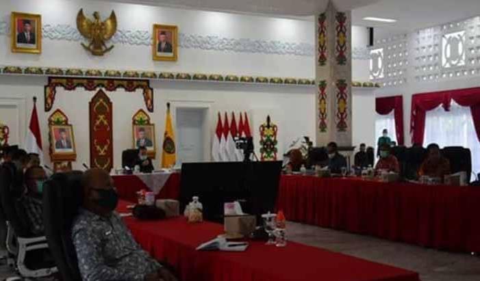 Gubernur Kalteng Sugianto Sabran saat mengikuti rapat terbatas dengan Menko Perekonomian Senin (1/6/2020).