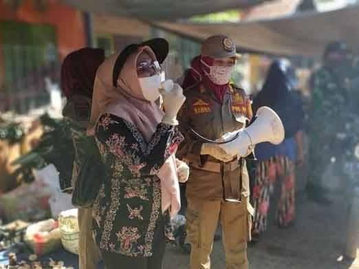 IST- Tim gugus tugas saat mensosialisasikan kepada masyarakat di Pasar Mingguan Jabiren.