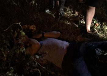 Akibat mabuk miras seorang pria sampai tertidur di pinggir jalan Bukit Raya XV Palangka Raya, Sabtu (4/7/2020) dinihari. Foto : Am
