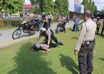 Personel Ditsamapta Polda Kalteng melakukan latihan pengamanan  di Markas Ditsamapta Jl Tjilik Riwut Km6 Palangka Raya, Senin (6/7/2020). Foto : Am