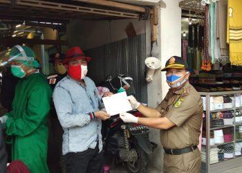 Para pedagang Pasar Besar Palangka Raya dihimbau jangan takut mengikuti rapid Test. Foto : Am