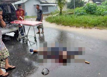 Jasad korban saat tergeletak di lokasi kejadian Kamis (23/7).
