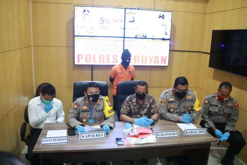 Kapolres Seruyan AKBP Agung Tri Widiantoro saat membeberkan kasus pencabulan ketika digelar press release Jumat (10/7).