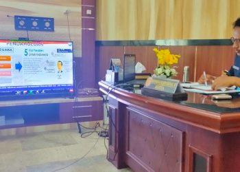 Ketua DPRD Kobar Rusdi Gozali saat mengikuti rapat vicon dengan Mendagri RI Kamis (16/7).