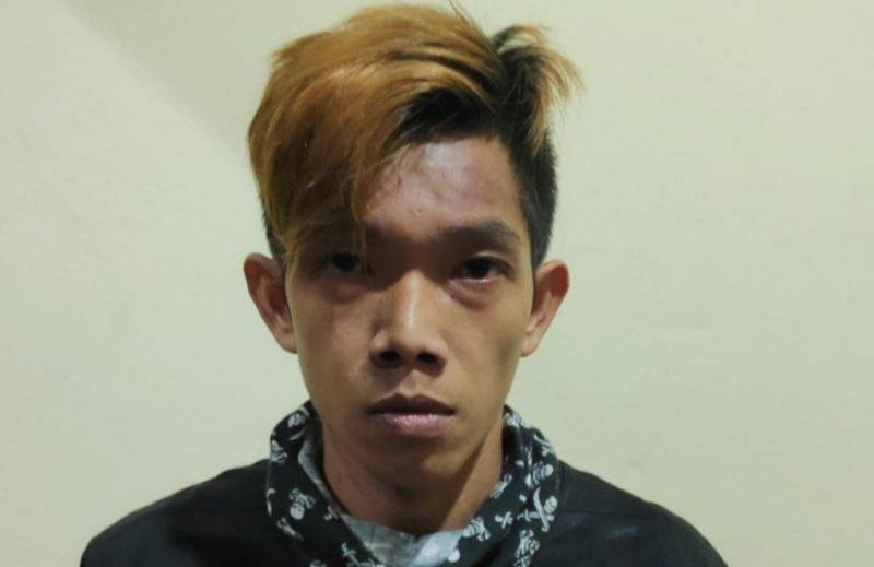 Tersangka Ali saat diamankan di Mapolda Kalteng Rabu (29/7).