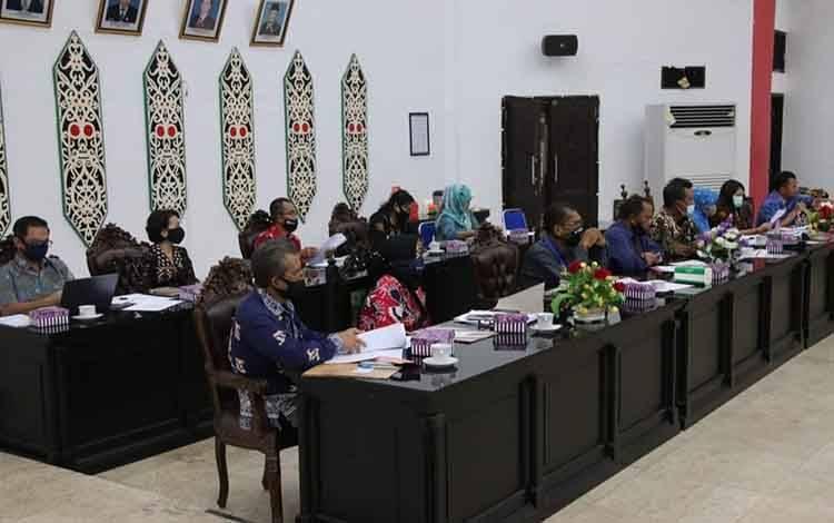 DPRD Kota dan Pemkko Palangka Raya serta Bank Kalteng saat menggelar RDP Kamis (13/8)