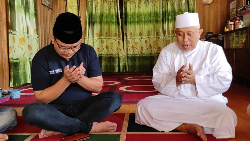 Haji Denny saat berkunjung ke kediaman Guru H Marzuki.