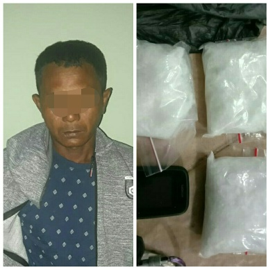 Pelaku saat diamankan bersama barang bukti tiga paket sabu ukuran besar di Mapolda Kalteng Sabtu (29/8).