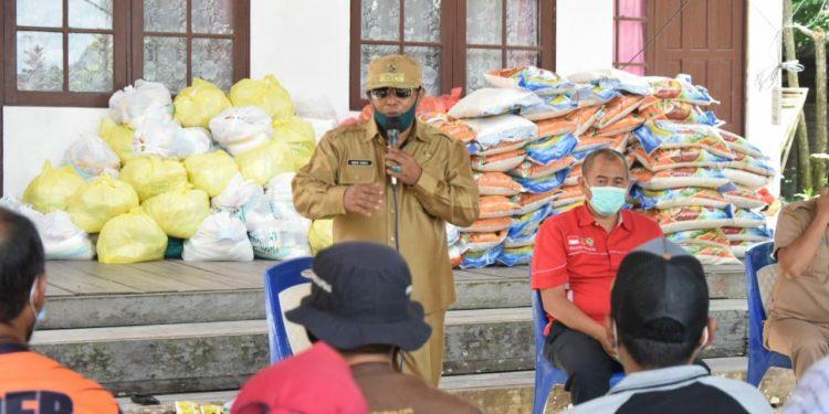 Wakil Gubernur Kalteng Habib Ismail Bin Yahya pada saat berdialog bersama korban kebakaran (Poto : Biro PKP)