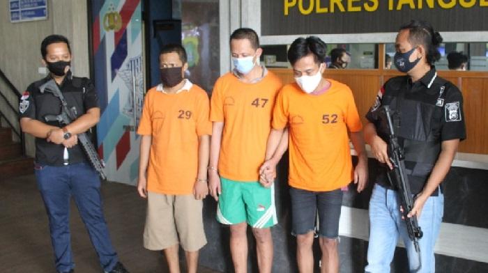 Ketiga pelaku saat diamankan di Mapolres Tangsel Jumat (4/9).