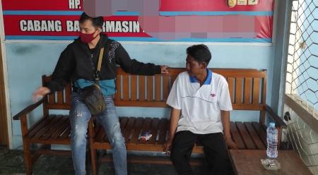 Korban saat menceritakan kejadian yang dialaminya di Ditsamapta Polda Kalteng Rabu (9/9).