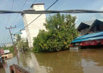 Rumah warga di Desa Ayauwan Kecamatan Seruyan Tengah saat tenggelam direndam banjir, Kamis (10/9).