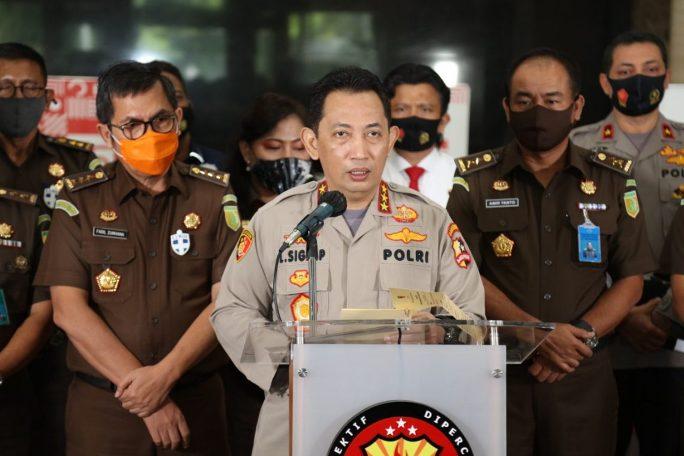 Kabareskrim Polri Komjen Listyo Sigit Prabowo saat memberikan keterangan kepada awak media, Kamis (17/9).