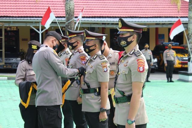 Kapolres Kobar AKBP Andi Kirana saat melakukan sertijab terhadap empat perwira yang pindah dan bertugas di wilayah Kobar, Senin (21/9).