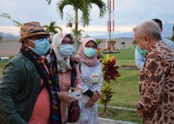 Plt Gubernur Kalteng Habib Ismail bin Yahya,pada saat tiba di Bandara Sultan M. Salahuddin Bima, Provinsi Nusa Tenggara Barat (NTB), Minggu (25/10/2020). Foto : Biro Adpim