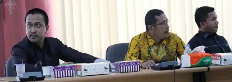 Wakil Ketua II Komisi B DPRD Kota Palangka Raya, Arthur Aproissi Tuwan (kiri). Foto : Ra