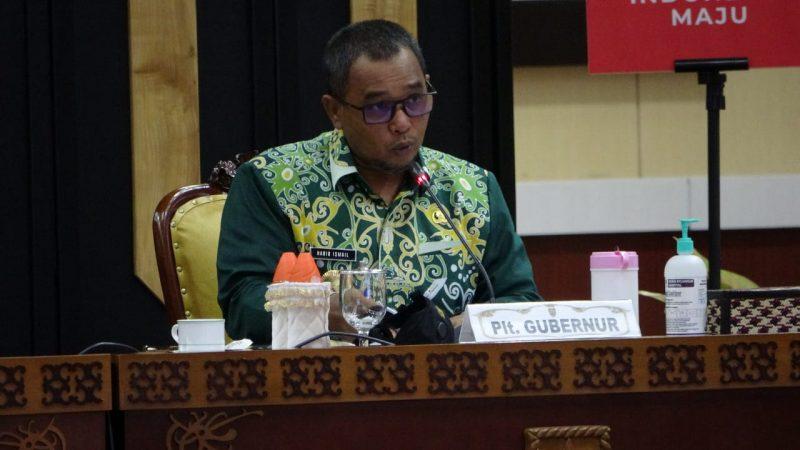 Plt Gubernur Kalteng Habib Ismail bin Yahya, pada saat mengikuti Webinar Nasional Pilkada Berintegritas Wilayah II melalui video conference