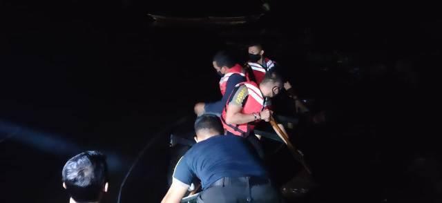 Tim gabungan saat melakukan upaya pencarian di lokasi hilangnya korban tenggelam Selasa (6/10).
