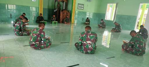 Anggota TNI saat khatam alquran, Sabtu (17/10).