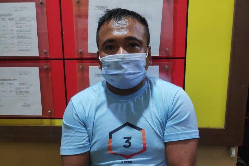 Tersangka saat diamankan di Mapolda Kalteng Sabtu (17/10).
