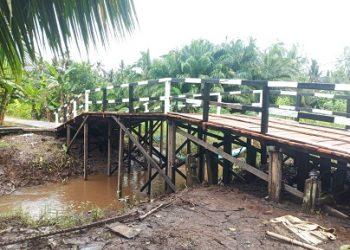 Jembatan di Desa Pulau Hanaut yang telah selesai di rebah dalam program TMMD.