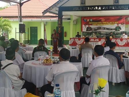 Danrem 102/Pjg Brigjen TNI Purwo Sudaryanto berpidato saat penutupan TMMD Reguler ke-109 di Aula Kehormatan Prajurit TNI di Markas Kodim 1015/Spt.
