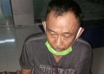 Pelaku saat diamankan di Kantor BNNP Kalteng Rabu (28/10).