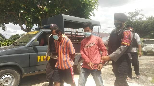 Kedua pelaku saat ditangkap anggota Rabu (4/11)
