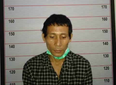 Tersangka saat diamankan di Mapolsek Arsel Selasa (10/11)