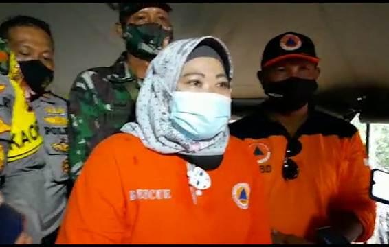 Bupati Kobar Hj Nurhidayah saat memberikan keterangan kepada awak media, Sabtu (21/11)